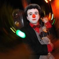 Clown au feu vert (par Arman Molavi)